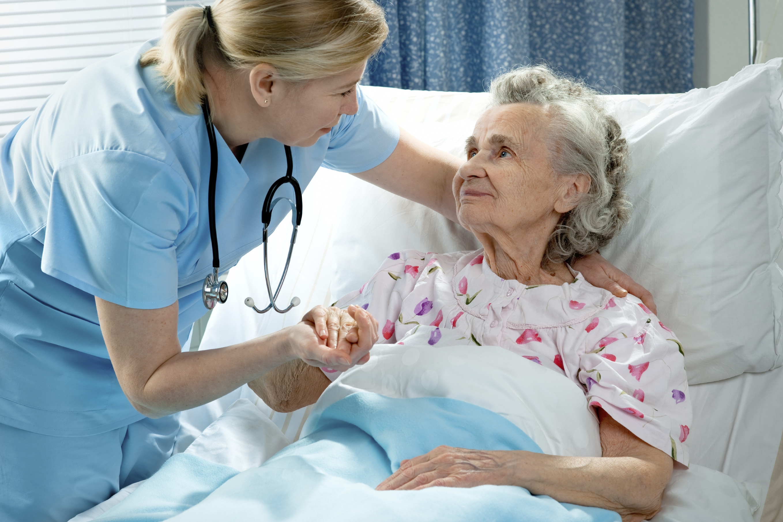 Старик и медсестра 13 фотография